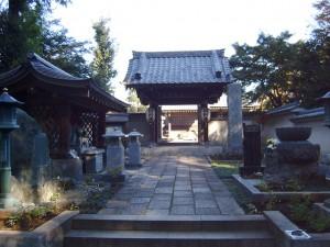 満行寺の山門